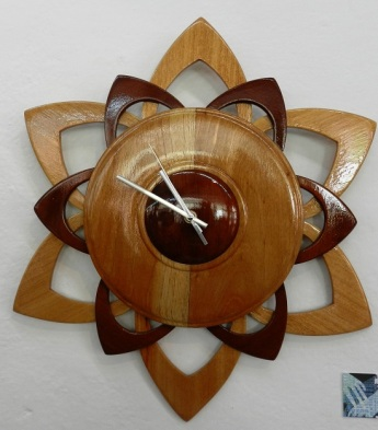 Autor; Sandra Navarro Valdés. Titulo Reloj de Pared. Tecnica Madera