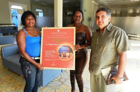 El grupo portador de tradiciones Caidije recibio el Reconocimiento Patrimonio Vivo 2016 de manos del director de la Oficina del Historiador de la Ciudad de Camagüey
