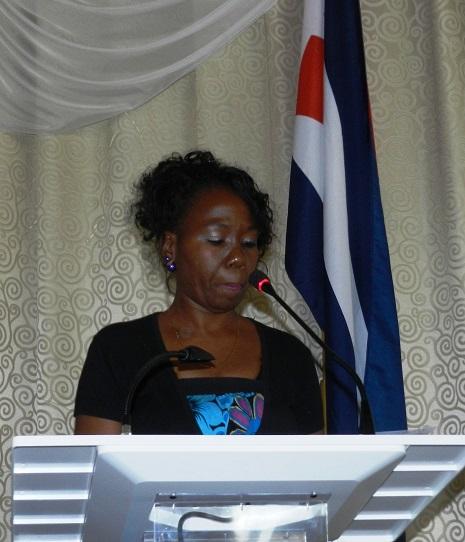 La especialista  Kezia  Zabrina Henry, presidenta de la comisión científica  del evento teórico Por una visión plural de nuestra cultura