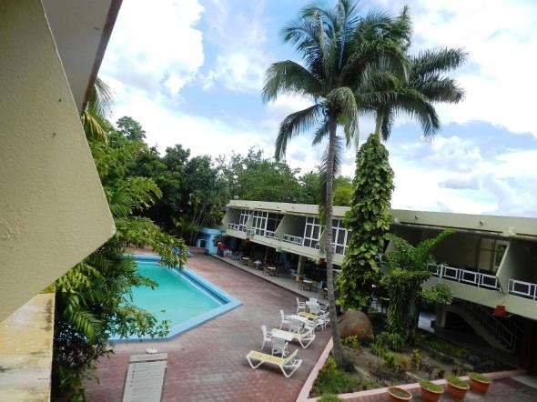 Otra vista de la piscina del Hotel Camagüey, Cuba
