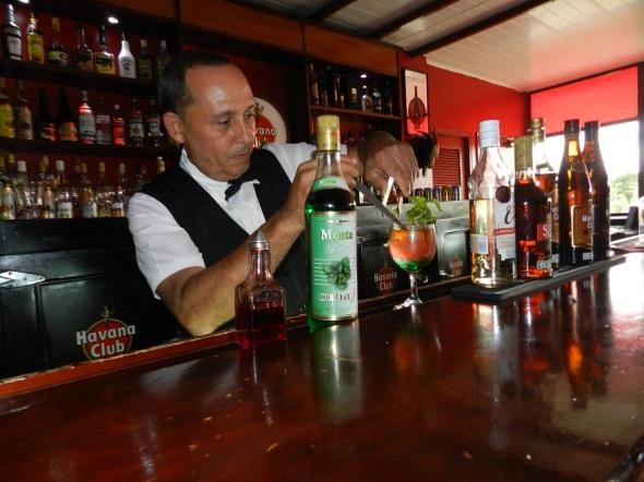 Reisi López prepara con buen gusto el Cuba Bella