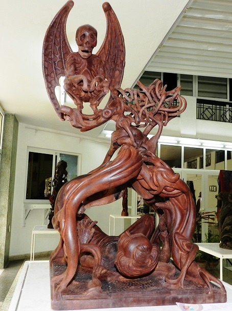 Autor Eduardo Basulto Fernández. Titulo El árbol de la muerte. Técnica Talla en Madera
