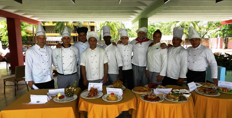 Chet de cocina en Encuentro por aniversario 40 del Hotel Camagüey, Cuba