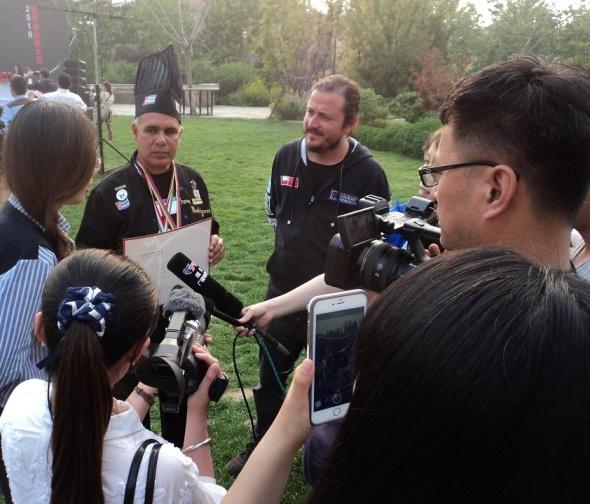 El chef Frank Rodríguez Pino intercambia con la prensa