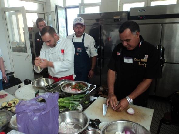 Frank Rodríguez Pino con otros chef de cocina que concurrieron al concurso