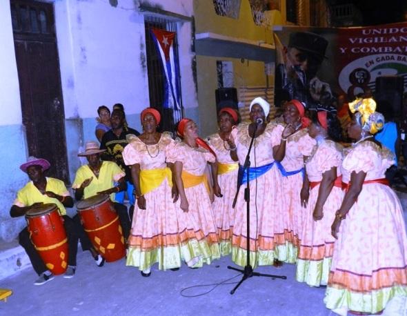 Elogió la magnifica actuación del grupo de tracciones haitiana Bonito Patuá.Foto Lázaro David Najarro Pujol