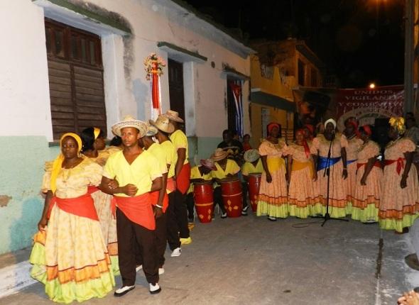 Elogió la magnifica actuación del grupo de tracciones haitiana Bonito Patuá,
