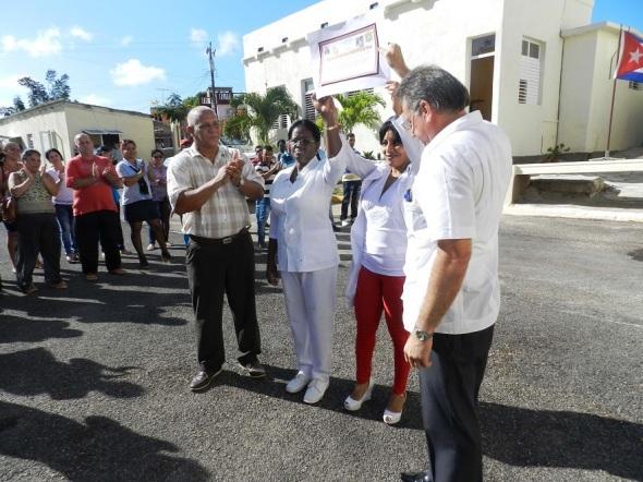 Hospital pediátrico camagüeyano, ecibió un certificado de Reconocimiento por su labor ininterrumpida durante  48 años de servicios