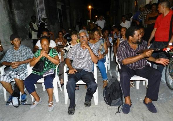 Manos unidas entre martiniqueños y camagüeyanosFoto Lázaro David Najarro Pujol