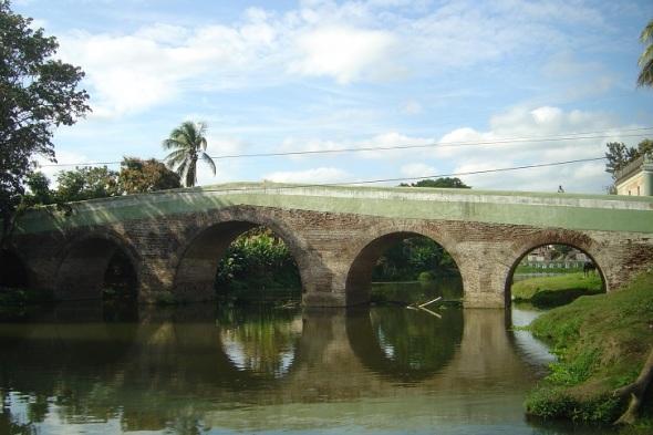 Puente sobre el rio Yayabo