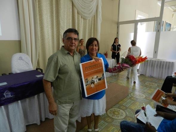 Reconocimiento a María de los Ángeles Galera, directora de la Escuela de Oficio Francisco Sánchez Betancourt