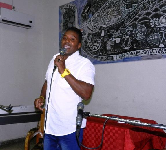 Cantante Junior Furnier Hernández