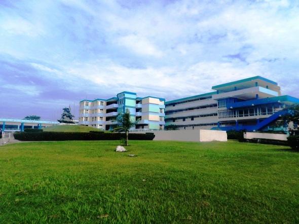 """El Instituto Preuniversitario Vocacional de Ciencias Exactas """"Máximo Gómez Báez"""", en la ciudad de Camagüey"""
