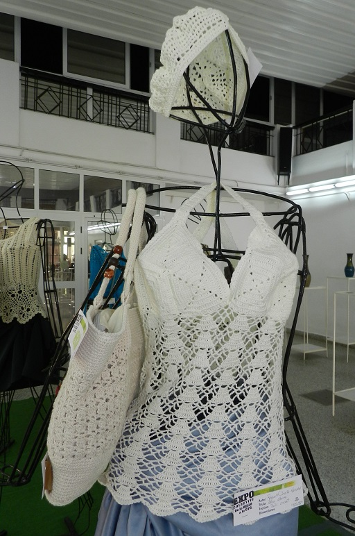 Titulo Blusa Blanca. Autor Raquel F. Iriante Marsabal. Técnica Textil-Crochet. Mención9832