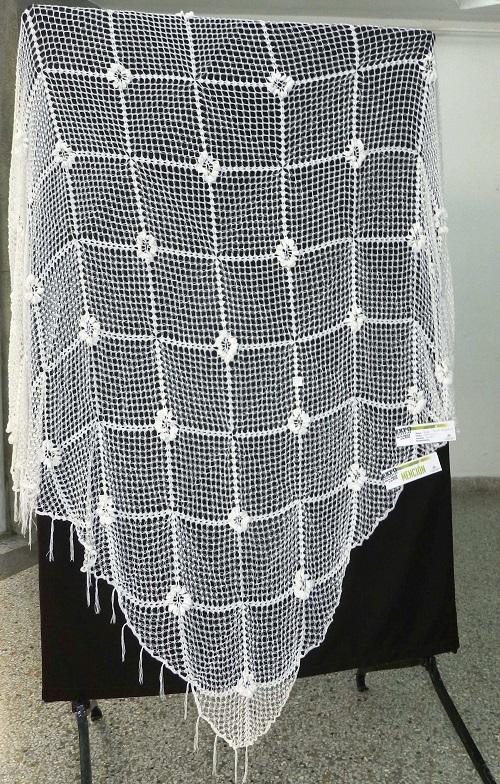 Titulo Sobrecama. Autor Gladys French Nembhard. Técnica Crochet. Mención
