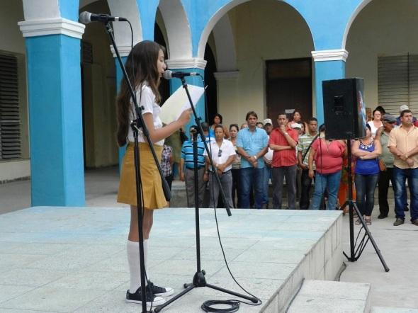 Adriana Téllez Escobar, al hablar en nombre de los alumnos significó la ardua labor de los educadores