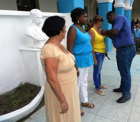 Domitila Carvajal Varona, Grises Téllez Casanova y Maria Bárbara Fonte Miranda, recibieron  la Distinción  Por la Educación Cubana