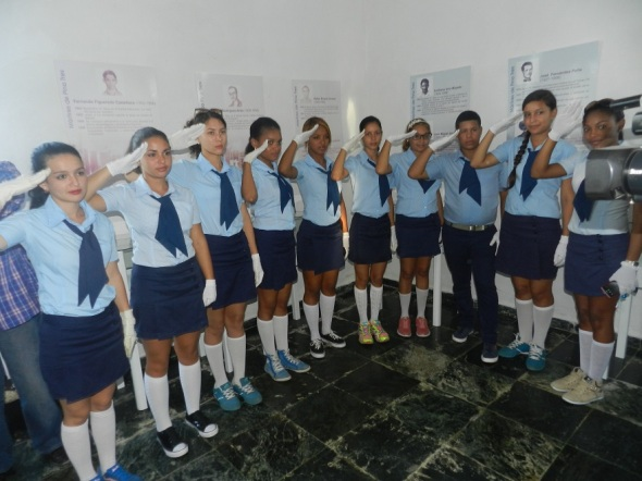 estudiantes-del-municipio-de-amancio-acompanaron-a-los-combatientes-de-ese-territorio-a-la-recordacion-de-los-martires-de-pino-3-y-la-caobita
