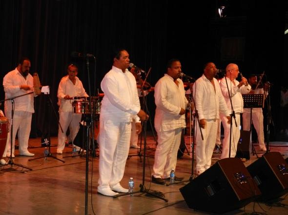 expuso-que-lay-dono-al-club-diversas-piezas-musicales-de-la-popular-orquesta-cubana