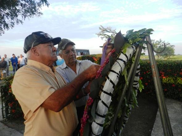 ofrenda-floral-a-los-masacrados-en-la-caobita