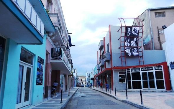 calle-de-los-cines-camaguey-cuba