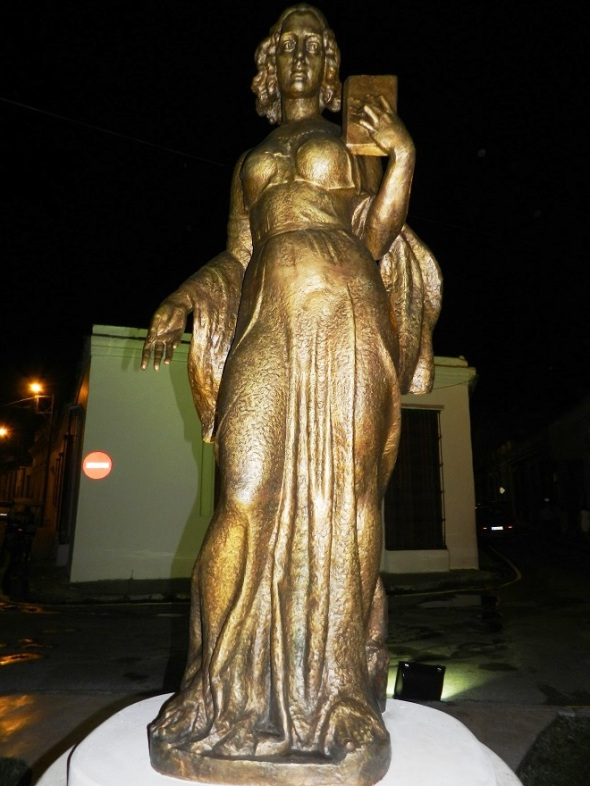 escultura-monumentaria-a-la-poetisa-camagueyana-gertrudis-gomez-de-avellaneda