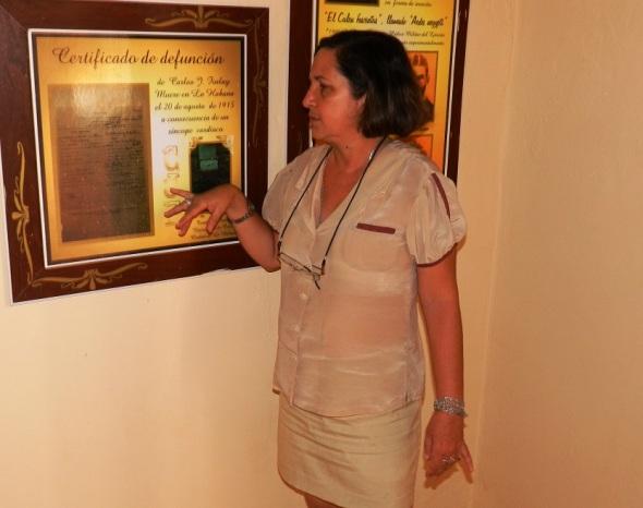 maria-del-carmen-muestra-certificado-de-defuncion-fue-el-20-de-agosto-de-1915-en-la-habana