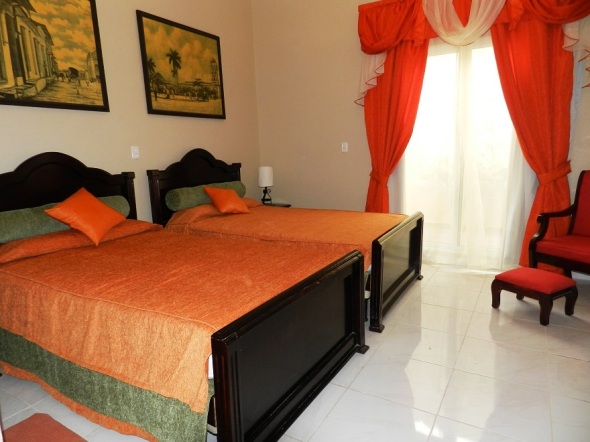confortable-habitacion-en-el-hotel-colonial