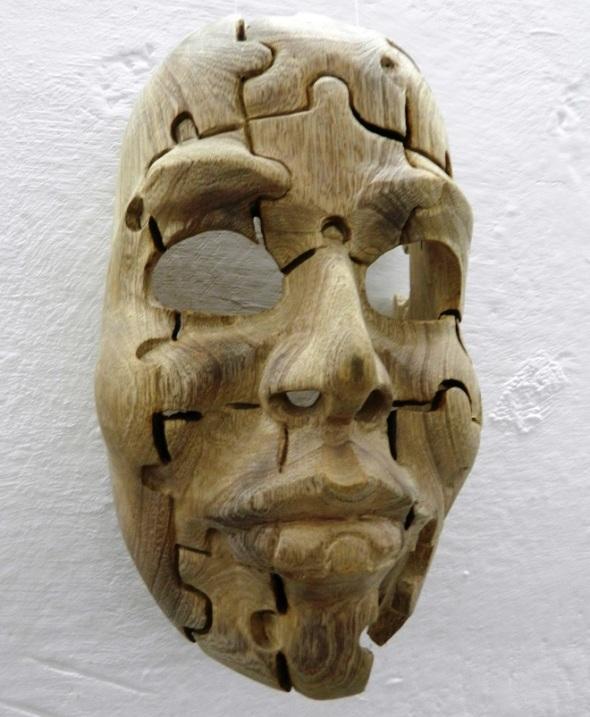 mascara-de-un-rostro-fragmentado-que-nos-recuerda-un-rompecabezas