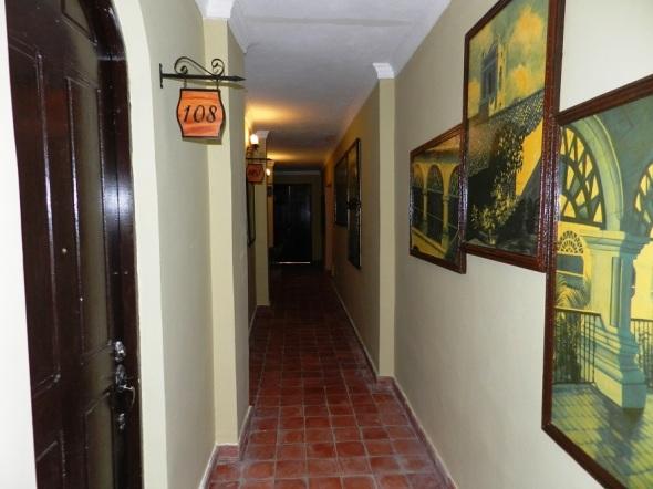 pasillo-inetror-habitaciones-del-hotel-colonial
