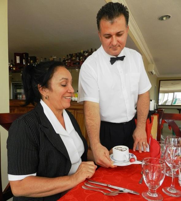 en-el-snack-bar-del-hotel-santa-maria-un-escelente-servicio