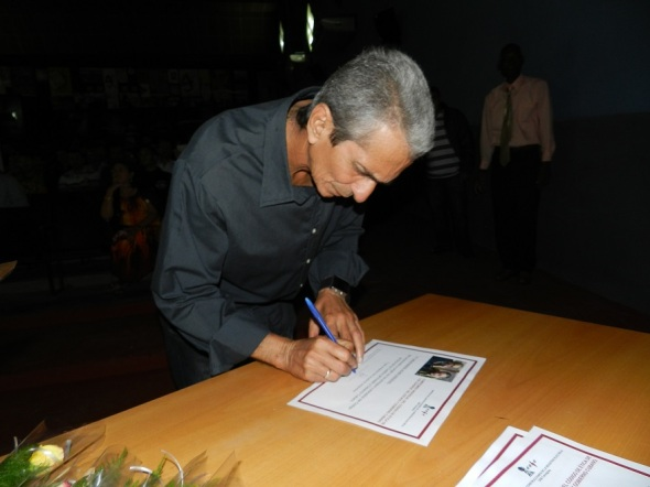 firma-del-codigo-etico-foto-lazaro-david-najarro-pujol