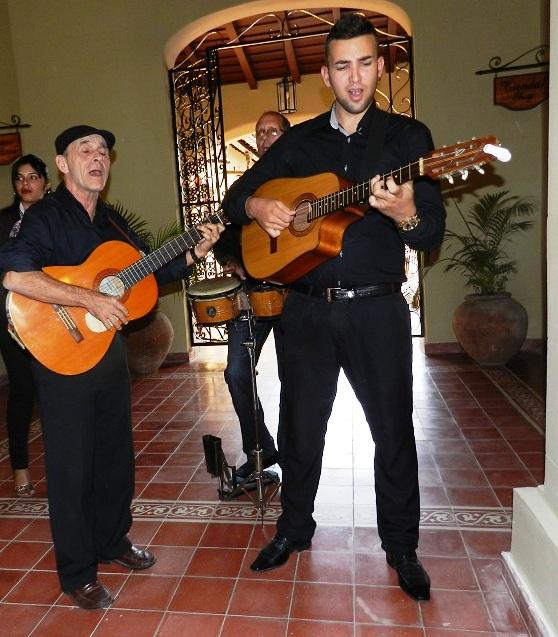 presente-la-musica-tradicional-interpretada-por-agrupaciones-locales