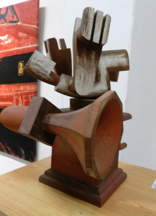 autor-magdiel-garcia-almanza-titulo-de-la-serie-caja-de-musica-obra-xxii-tecnica-escultura-en-madera-ano-2011-dimensiones-variables