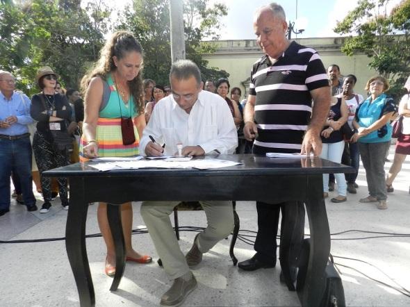 cancelacion-postal-especial-por-el-vigesimo-aniversario-de-la-oficina-del-historiador-de-la-ciudad-de-camaguey