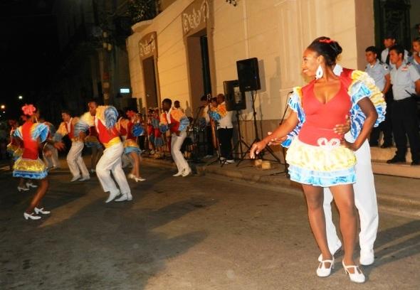 conjunto-artistico-maraguan-de-la-universidad-de-camaguey-ofrecio-fragmentos-de-bailes-cubanos