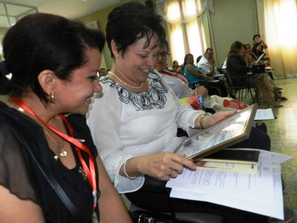 maria-del-carmen-romero-sanchez-recibe-reconocimiento-de-unidad-destacada-en-2016