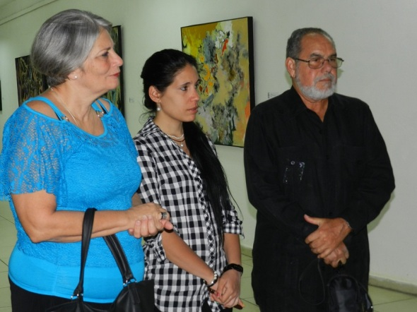 Elpidio Alberto Huerta con autoridades culturales en exposicion Paisaje posible