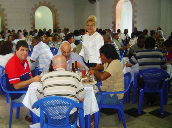 Antonio Moltó Martorell en un almuerzo en la sexta edición del Frente Común de las Ideas que sesionó los días 15 y 16 de mayo de 2009 en Nueva Gerona, Isla de la Juventud.