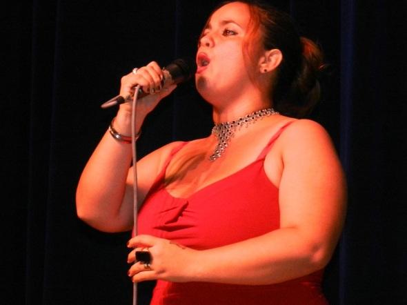 En la Gala Artística Mujer Revolución contó con la actuación del talento cultural de la comarca de pastores y sombreros