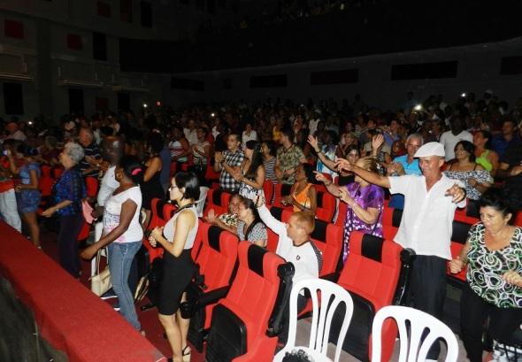 Las melodías estimularon a los espectadores a bailar. Foto Lázaro David Najarro Pujol