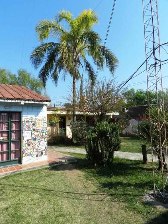 Otra vista exterior de la emisora Radio Sur 90.1 FM en la ciudad argentina de Córdoba.
