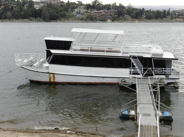 Paseos náuticos en catamarán por el Lago San Roque
