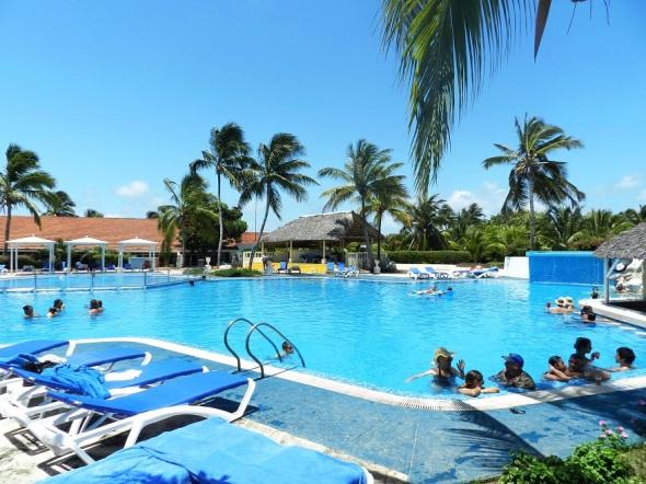 Piscina del hotel Roc Santa Lucia