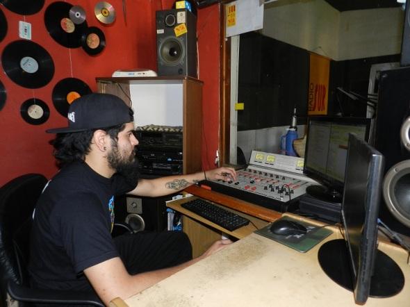 Realizador de sonidos  de emisora Radio Sur 90.1 FM