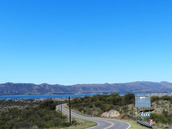 Vista del Lago desde la ruta que conduce a Potreros del Garay