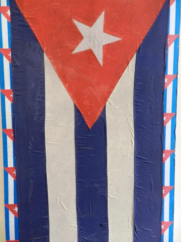 Autora Ileana Sánchez Hing. Titulo Bandera. Dimensión 170 x 100 cm. Técnica Mixta, Año 2016.