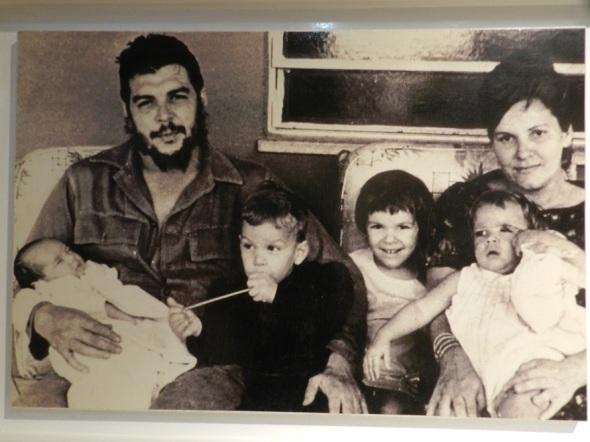 Che Guevara con su familia