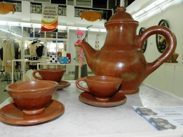 Conjunto de cafeteras y tasas, de Reinier Reyes Flores