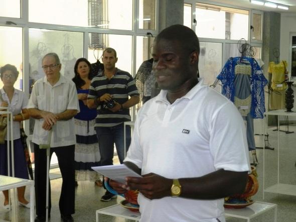 El curador de la exposición, Yoelky Pilliner López